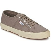 Superga  2750 CLASSIC  men's Shoes (Trainers) in Brown
