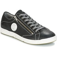 Pataugas  JAY-NOIR  men's Shoes (Trainers) in Black