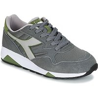 Diadora  N902 S  men's Shoes (Trainers) in Grey