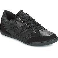 Umbro  FULAND  men's Shoes (Trainers) in Black
